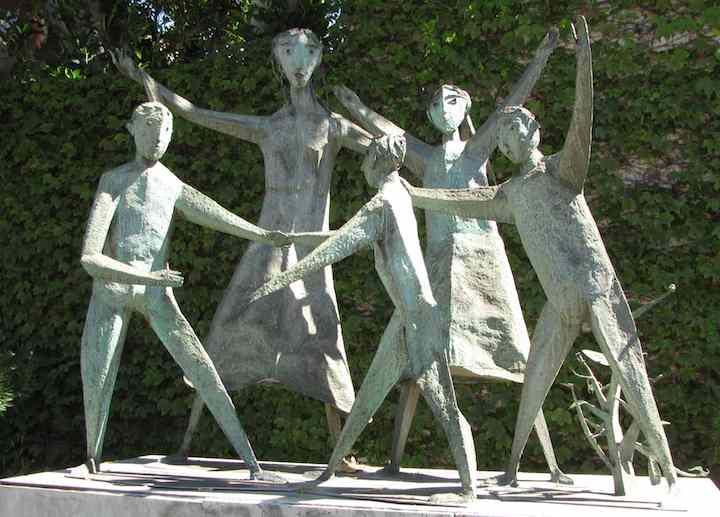 photo of The Family, a sculpture by David Green